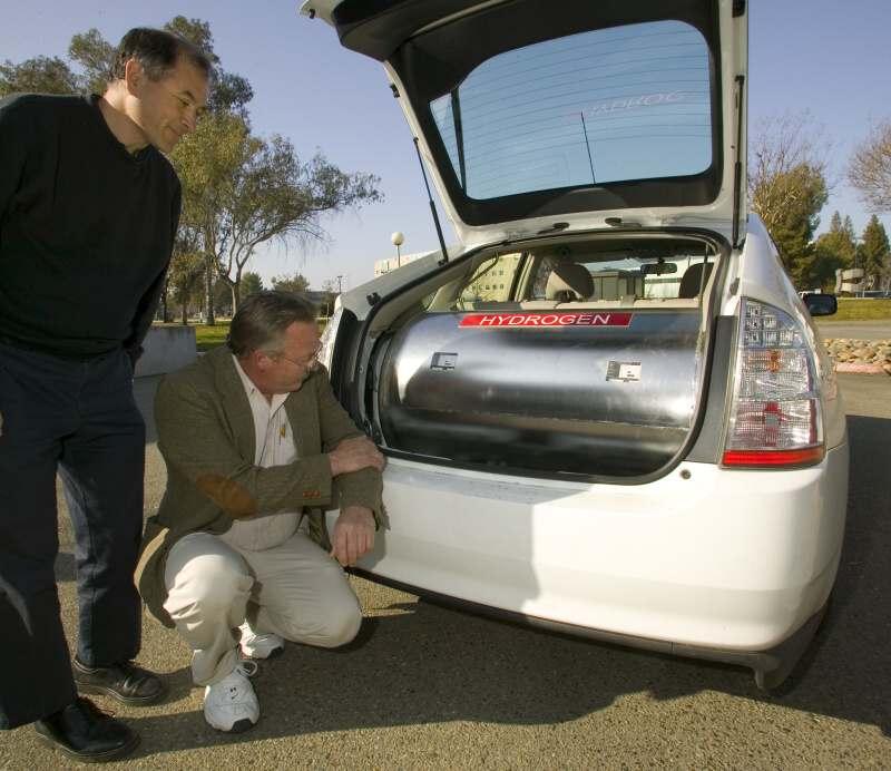 Prototyp automobilu s pohonem na kapalný vodík