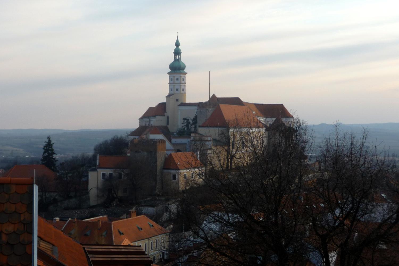 Mikulovský zámek stojí jen několik kilometrů od česko-rakouských hranic