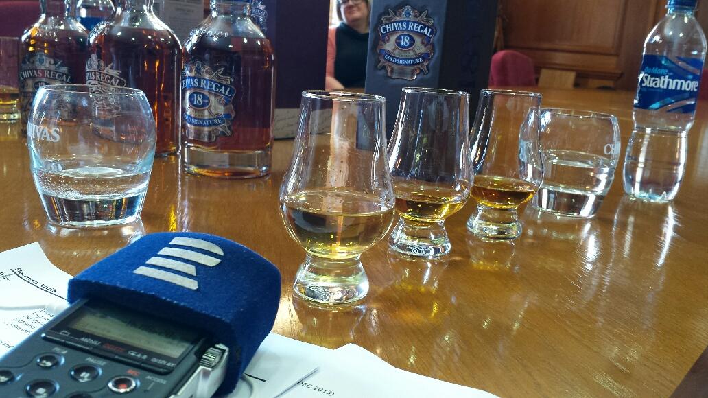 Není chybou nalít si skleničku whisky už před 11. hodinou