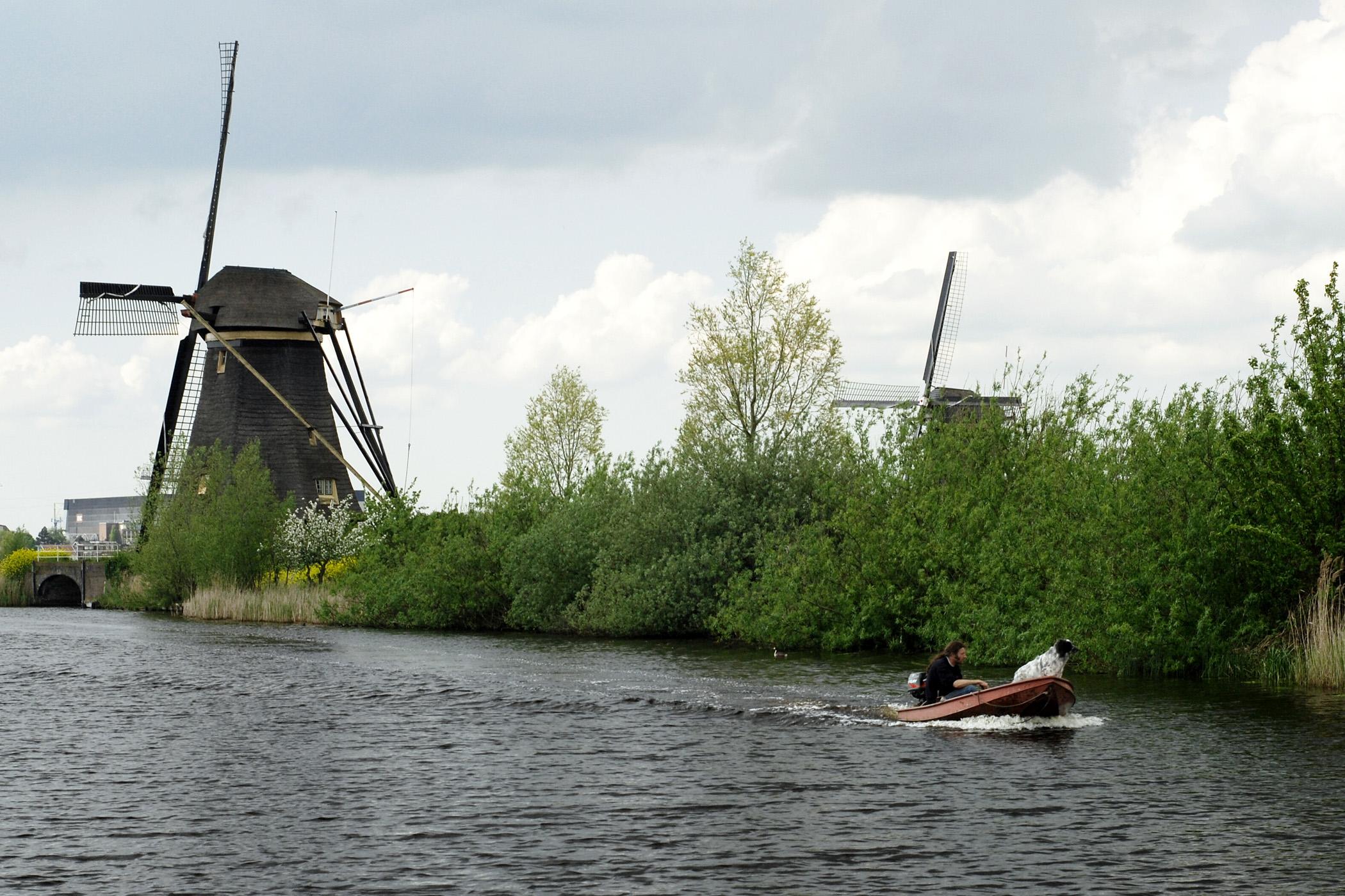 Nizozemsko si nedokážeme představit bez větrných mlýnů a vodních kanálů