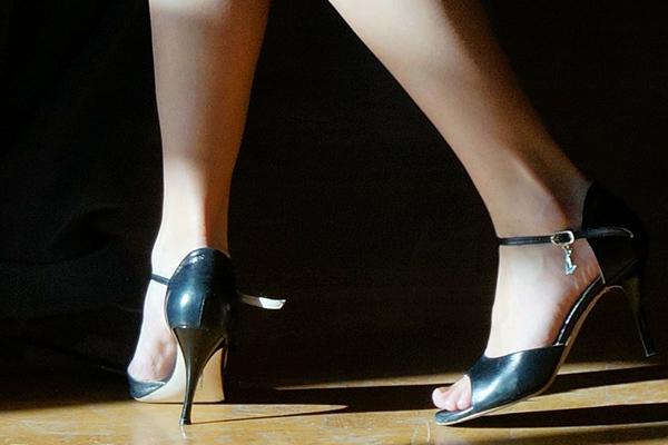 páskové boty, nohy, obuv