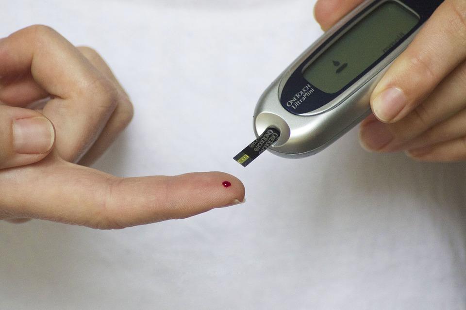 Měření hladiny cukru v krvi (ilustrační foto)