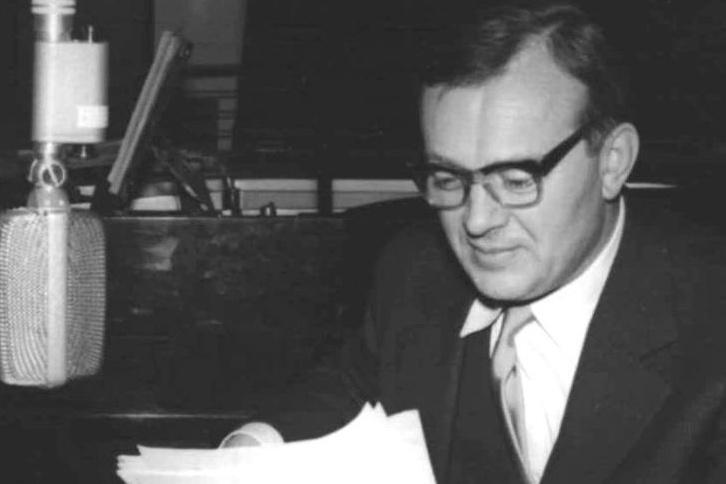 Karel Höger u mikrofonu (50. léta)