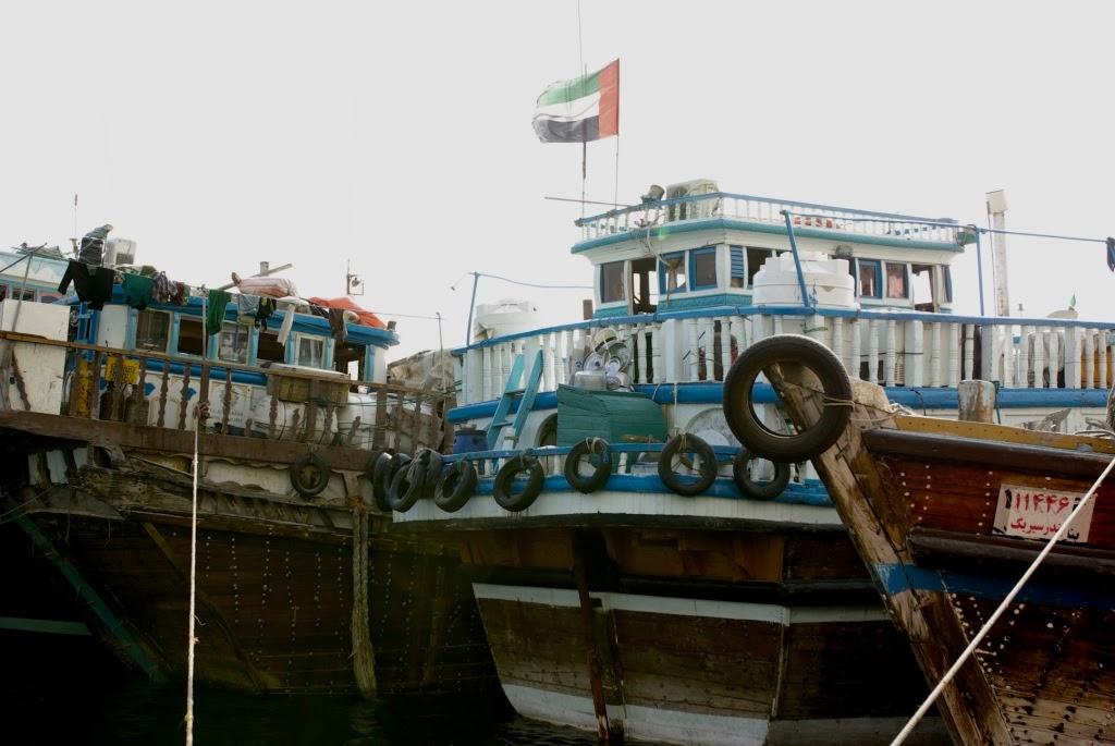 Dřevěné íránské koráby levně přepravují zboží přes moře
