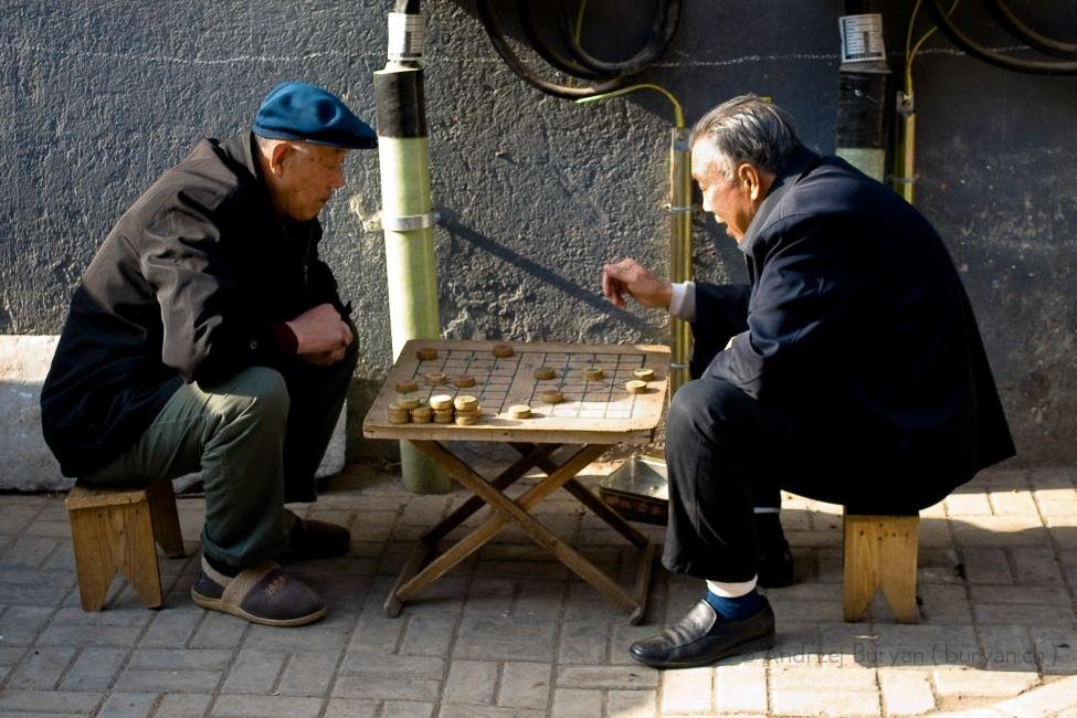 Čínské šachy jsou oblíbenou hrou čínských seniorů, zejména mužů