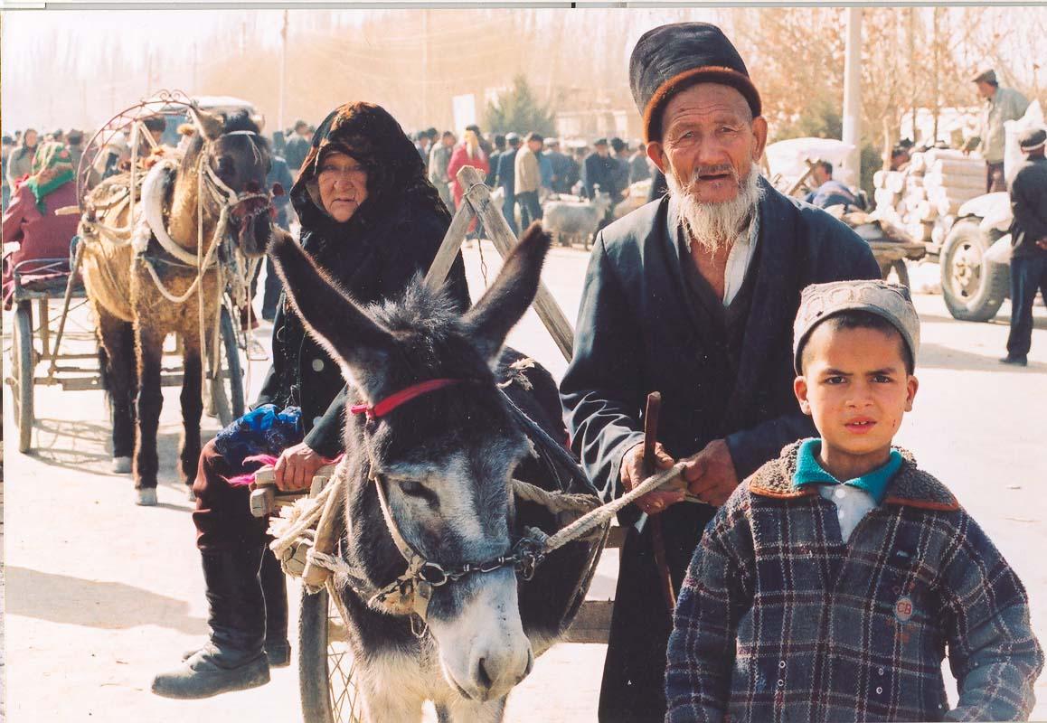Ujgurové po cestě na trh