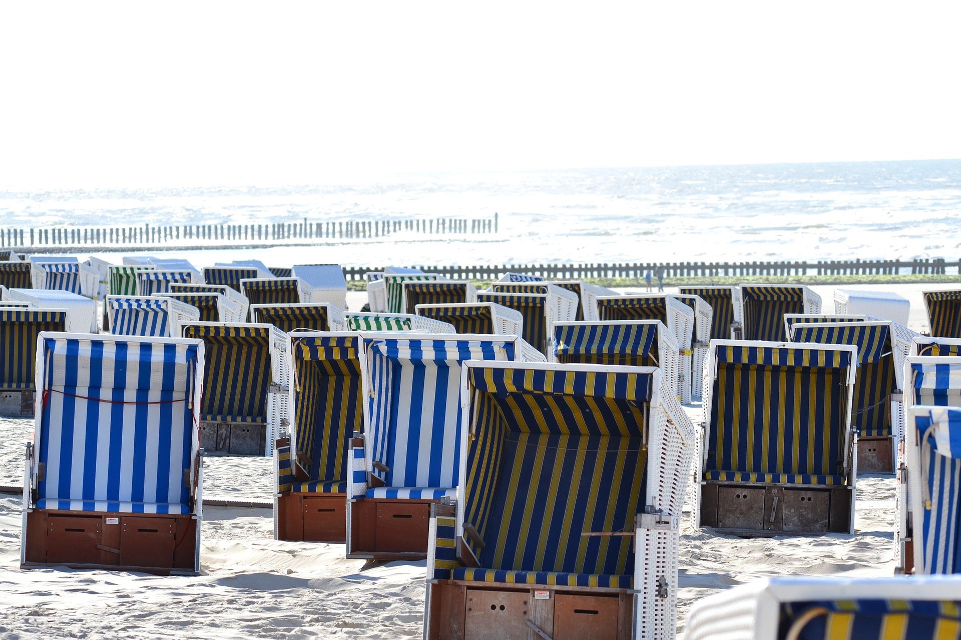 Plážové koše jsou symbolem baltského pobřeží