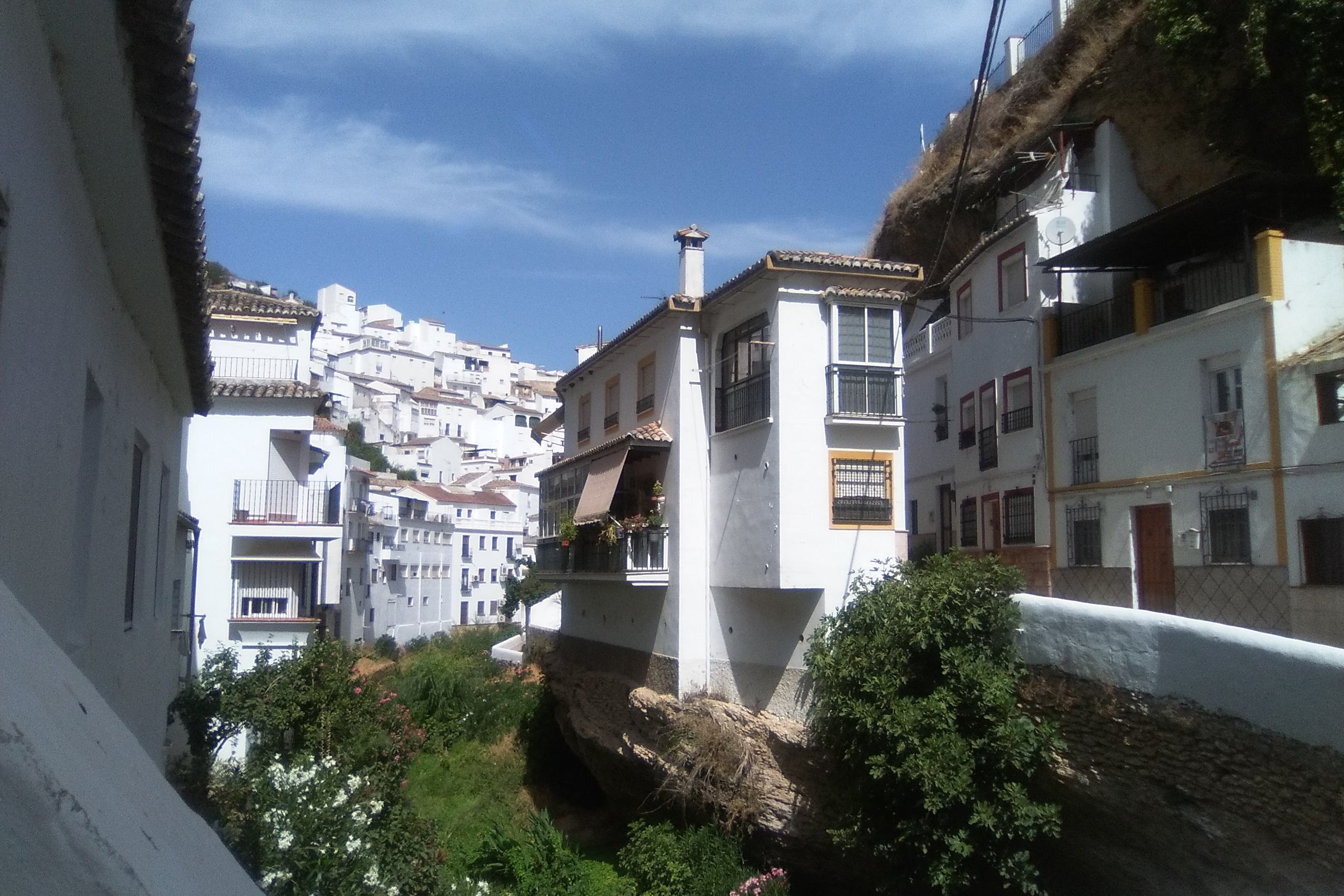Setenil de las Bodegas patří mezi njekrásnější vesnice ve Španělsku