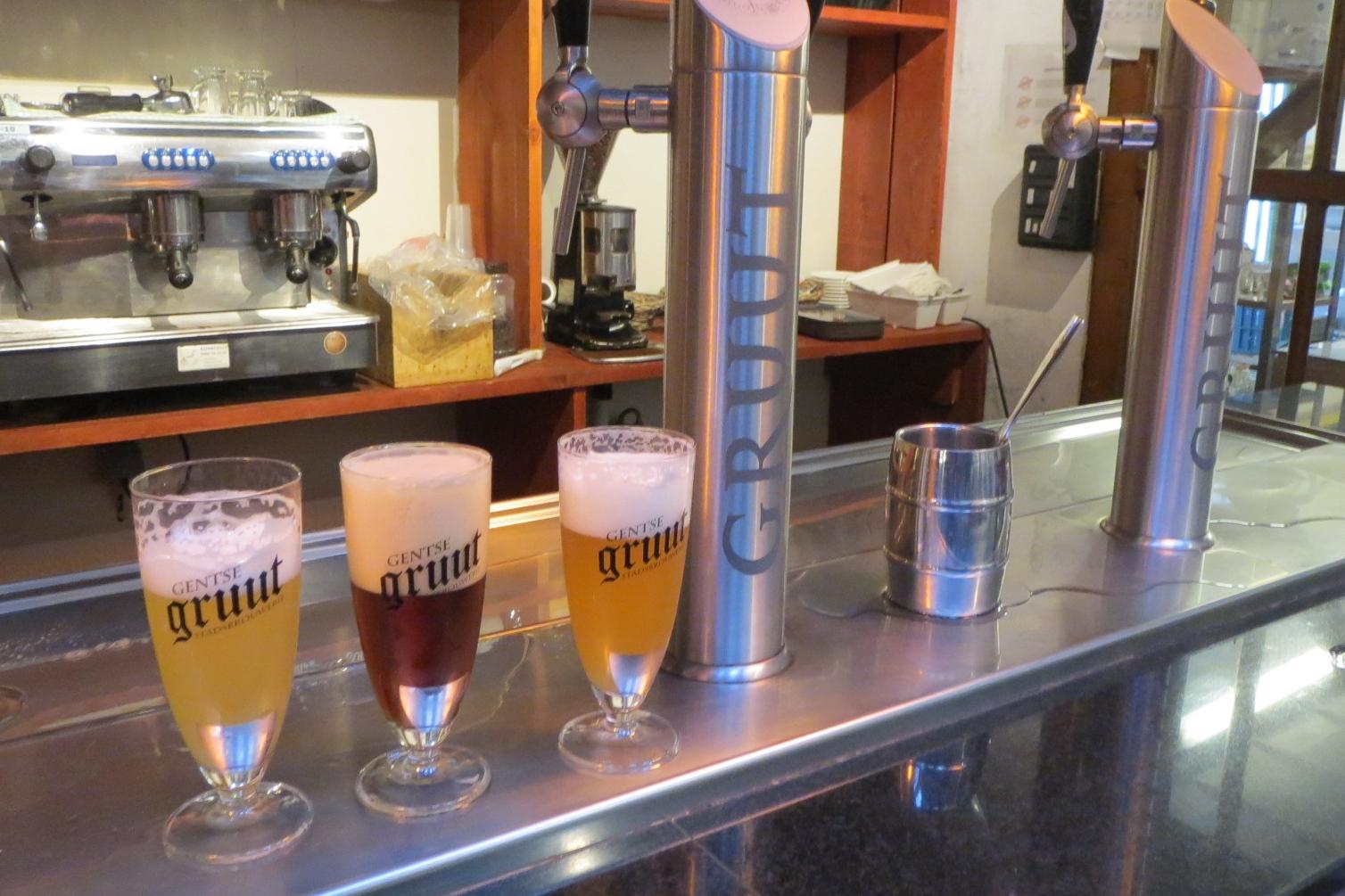 Pivovar Gruut v Gentu vaří pivo na základě středověké tradice - bez chmele a s bylinkami
