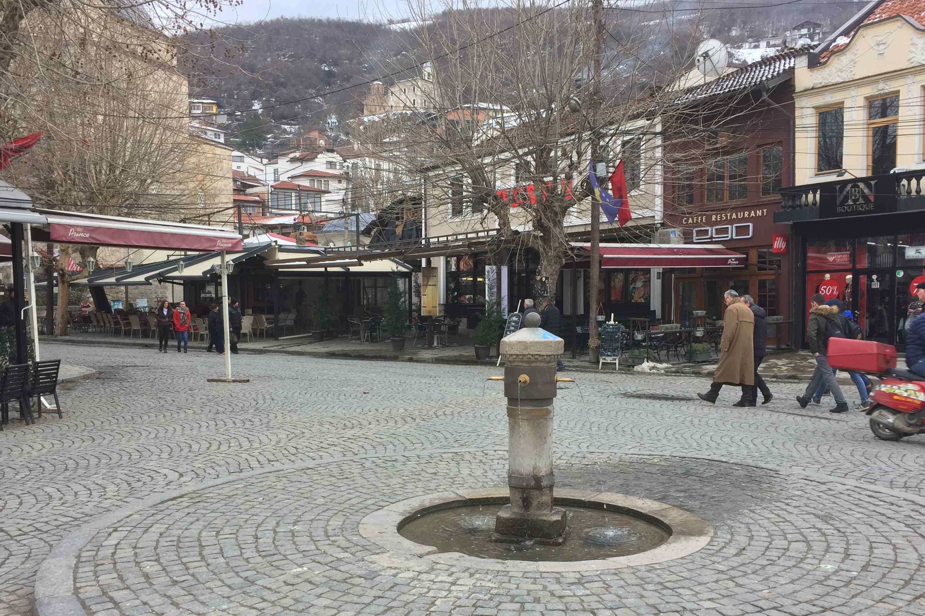 Prizren - náměstí Shadervan s kouzelnou fontánou