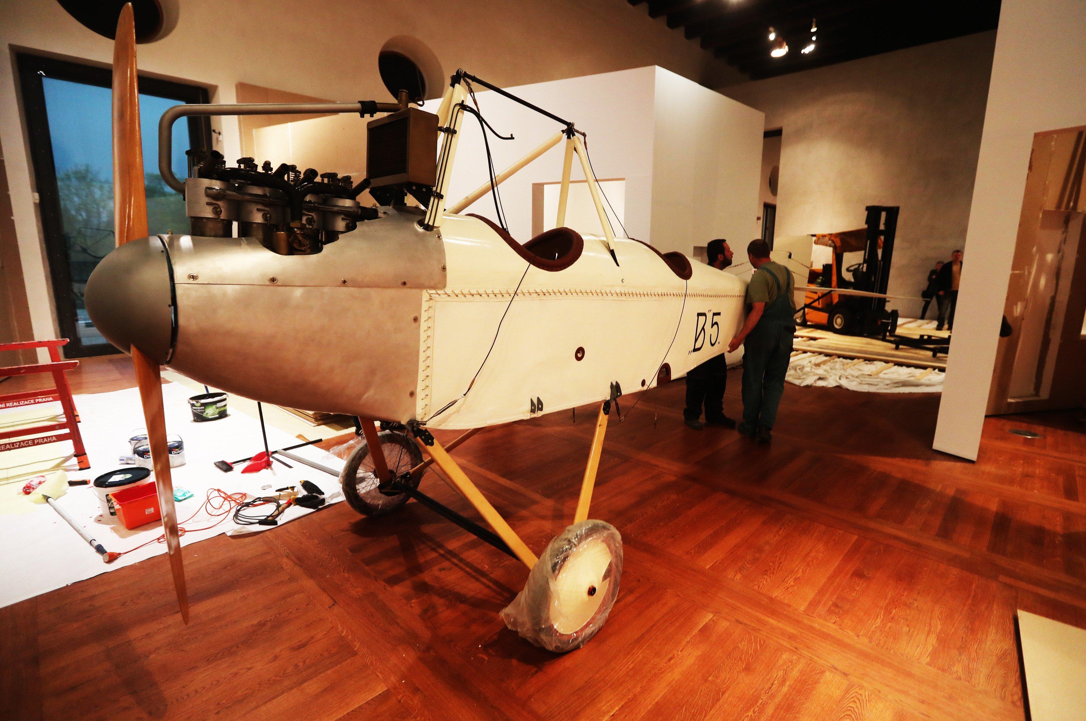Letoun Bohemia B-5 na výstavě v Jízdárně Pražského hradu