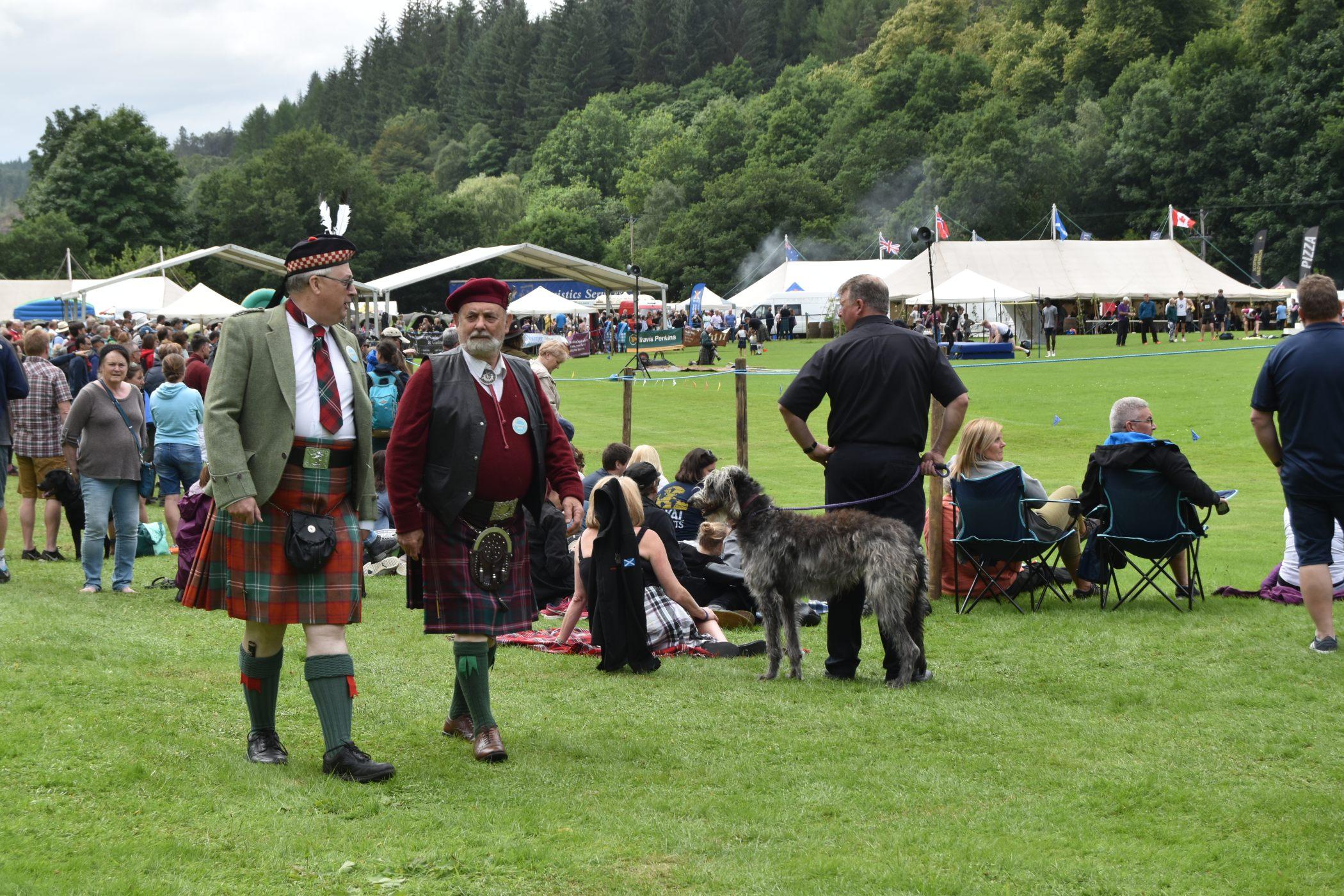 Skotské hry jsou svého druhu oslava skotské tradiční kultury i společenská událost.