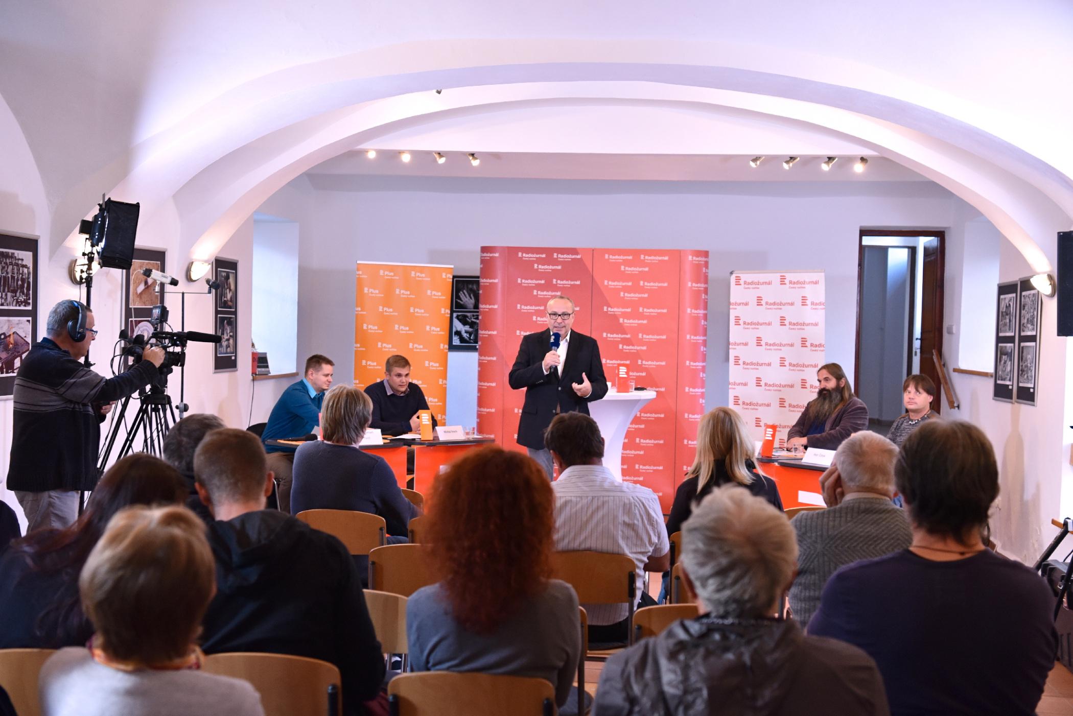Předvolební debata v Chanovicích. Moderoval Jan pokorný