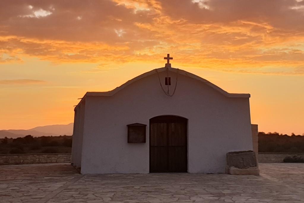 Poklidný život na kyperském venkově láká čím dál víc Britů.