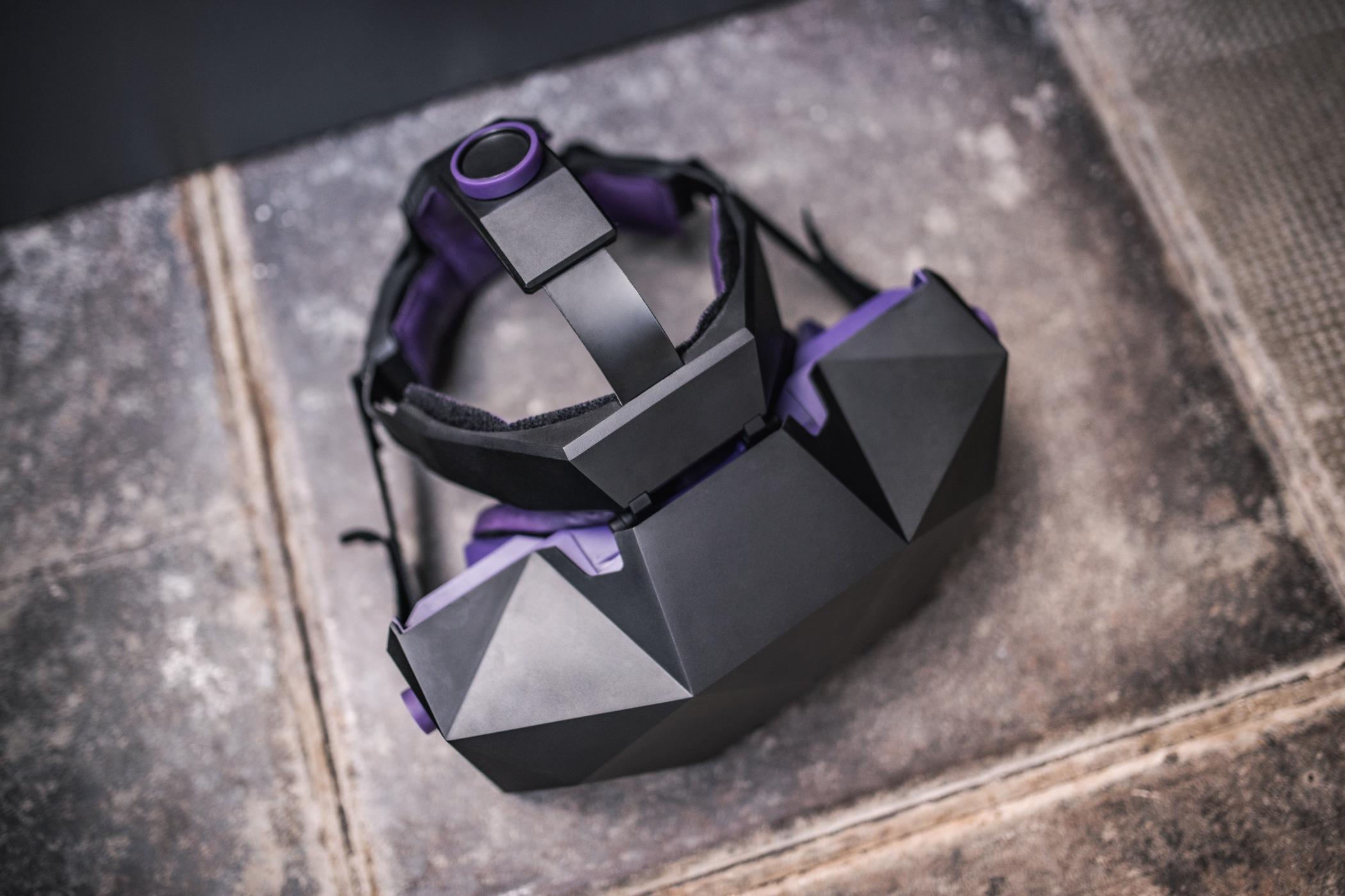 VR brýle XTAL jsou bez ohledu na svoji špičkovou technickou kvalitu zcela unikátním designovým artefaktem.
