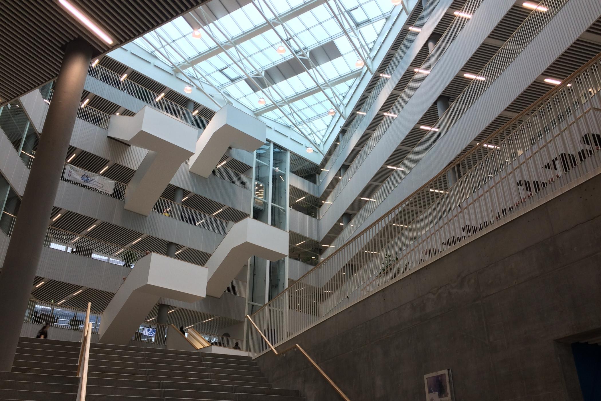 Hala v budově startupového centra Navitas v dánském Aarthusu
