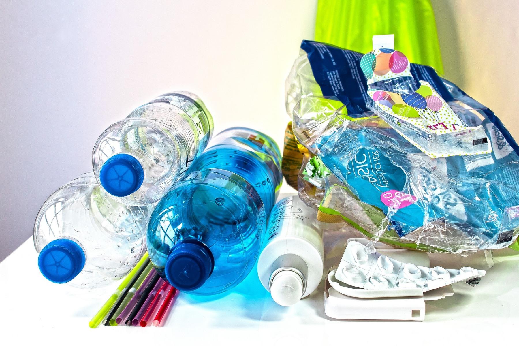 Třídit, nebo zálohovat? Jak řeší problém se systémem sběru PET lahví jednotlivé země?