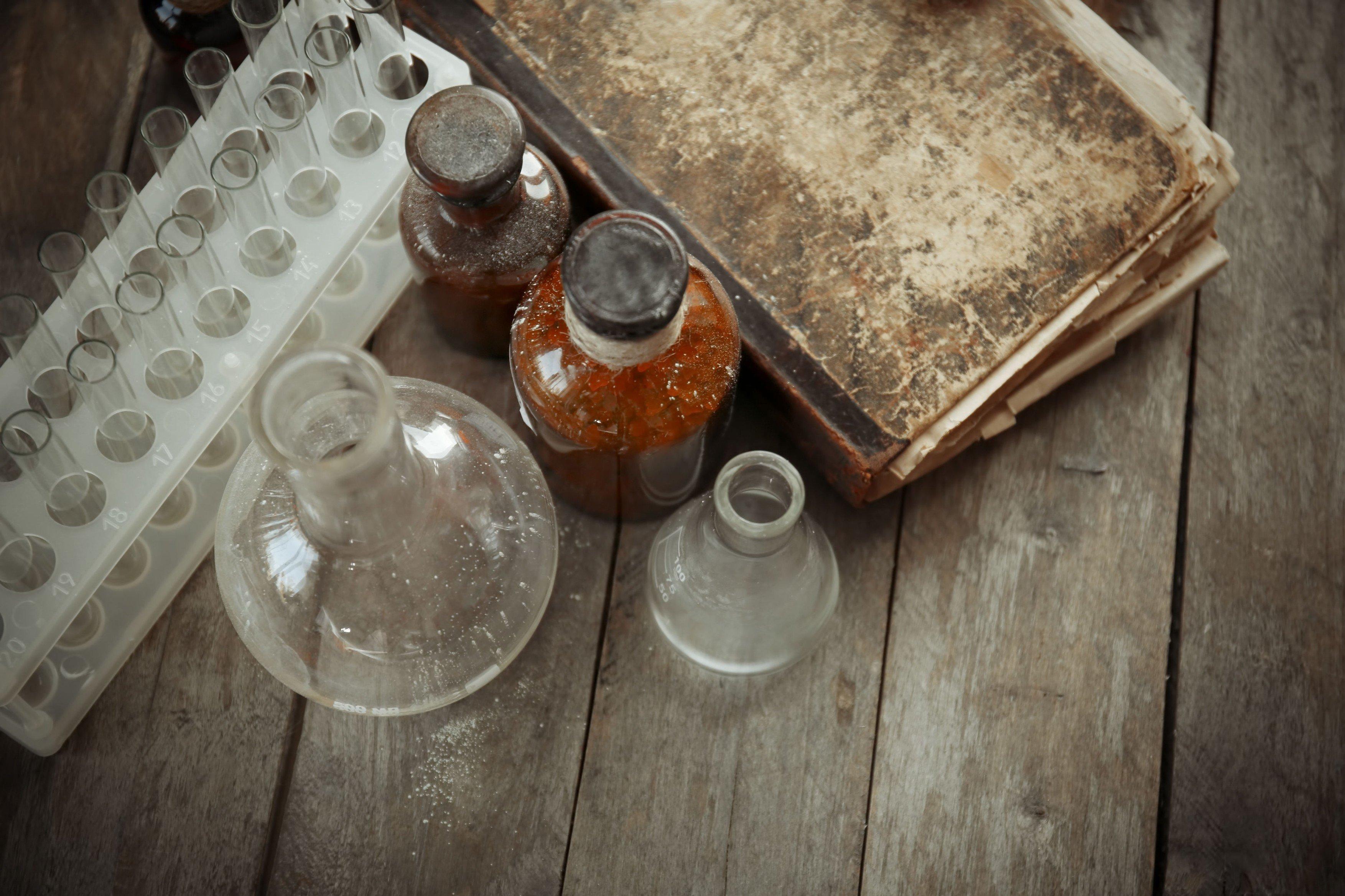 Věda, historie, laboratoř