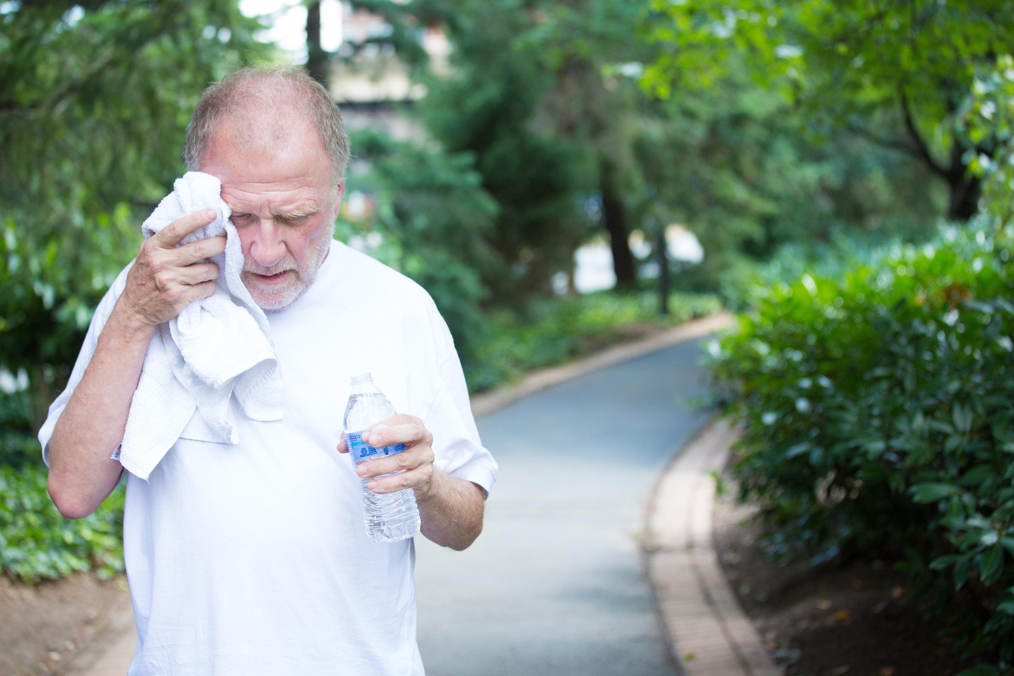 Horko, vedro, sport, senior, dehydratace