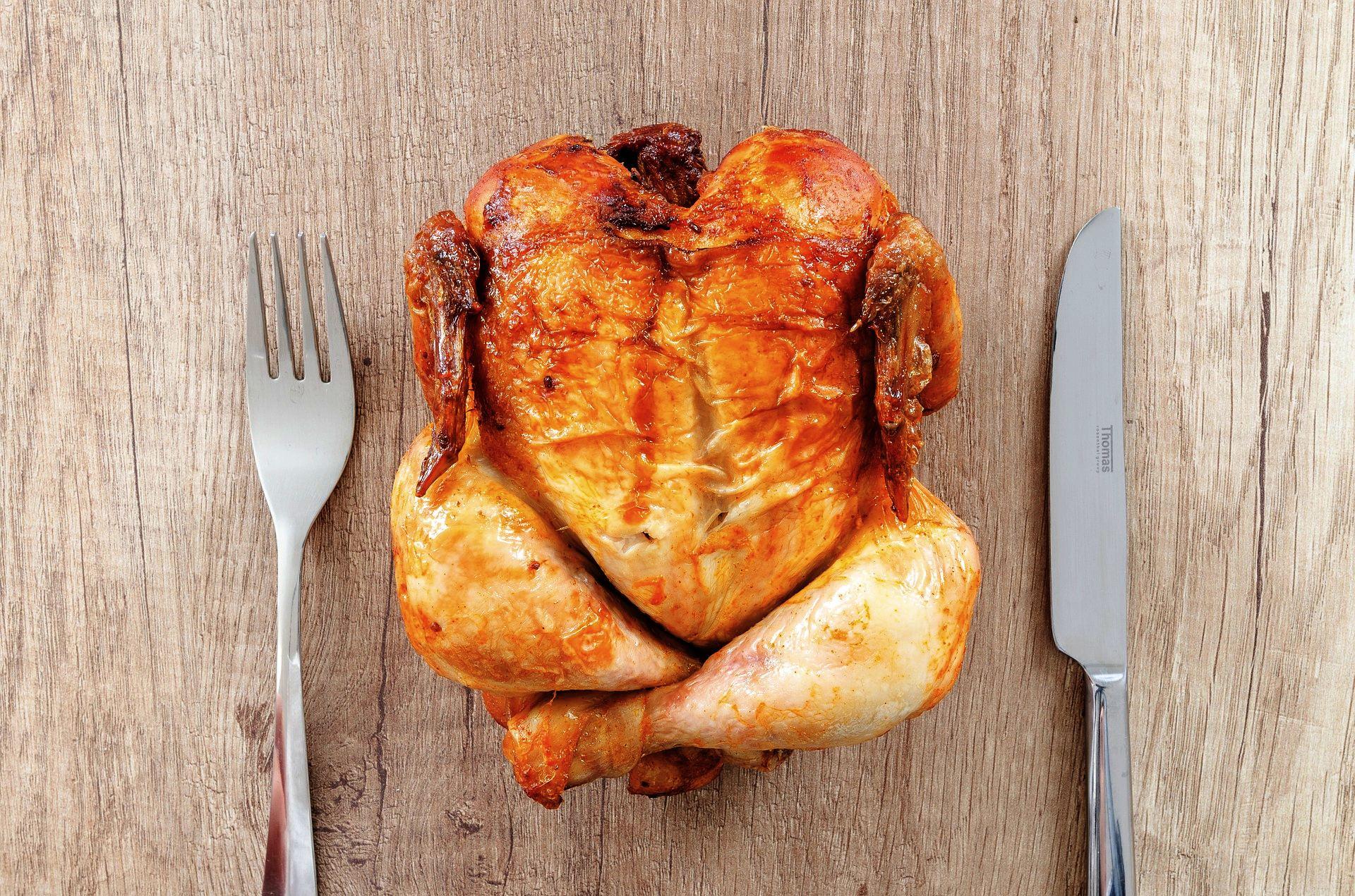 Grilované kuře je pochoutka. Ale musí být řádně tepelně zpracované
