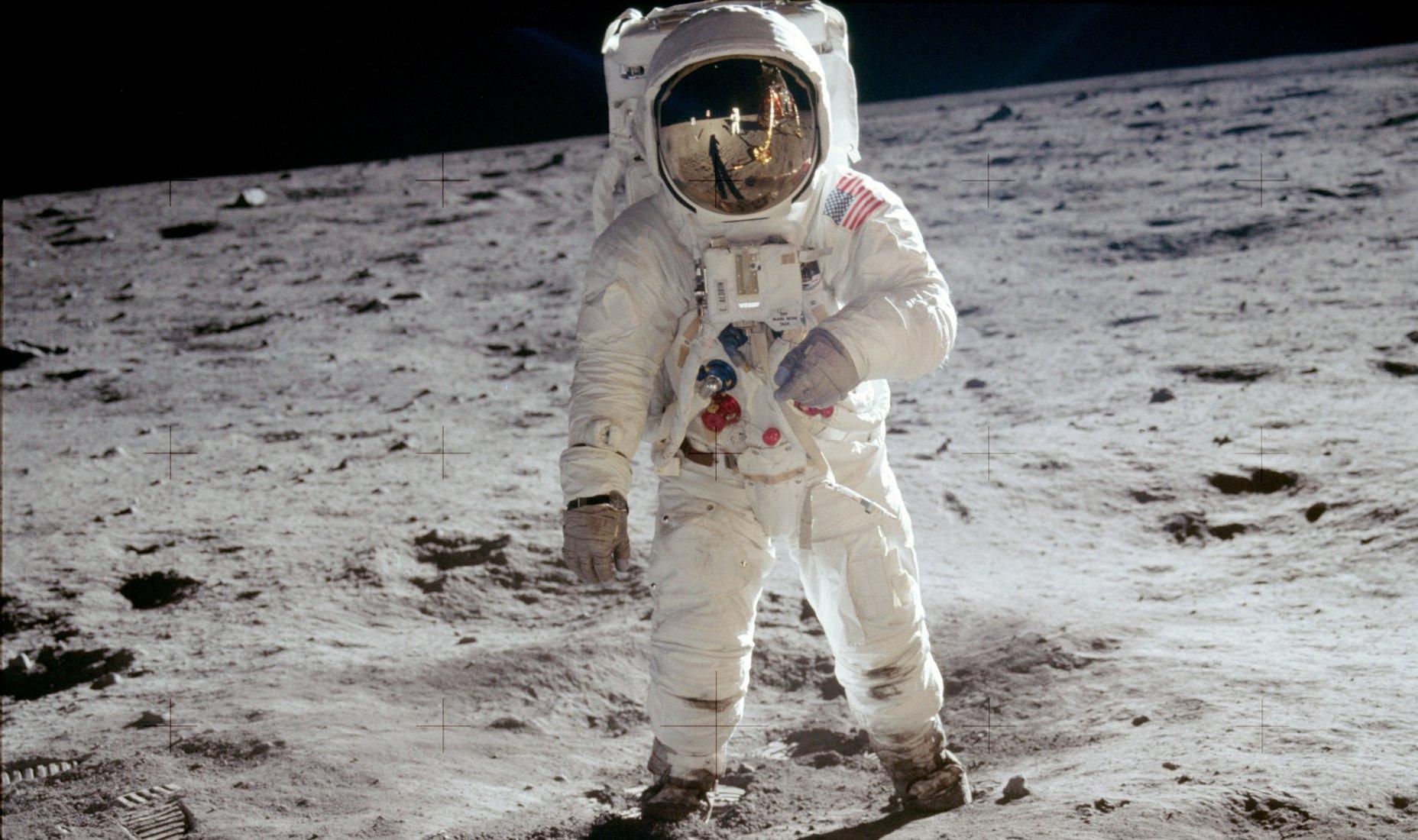 Buzz Aldrin na Měsíci, jak ho vyfotil jeho kolega Neil Armstrong