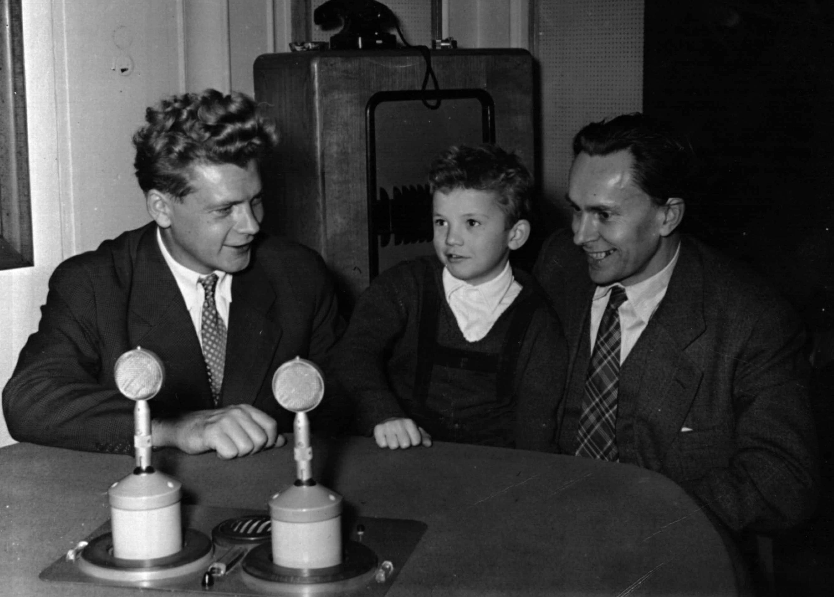 Jiří Hanzelka a Miroslav Zikmund na Mevro (Mezinárodní výstava rozhlasu)