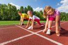 Děti na atletické dráze