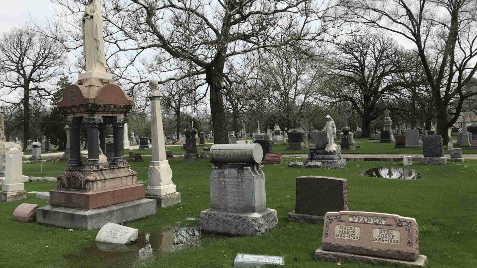 Českých náhrobků je na hřbitově přes sto tisíc