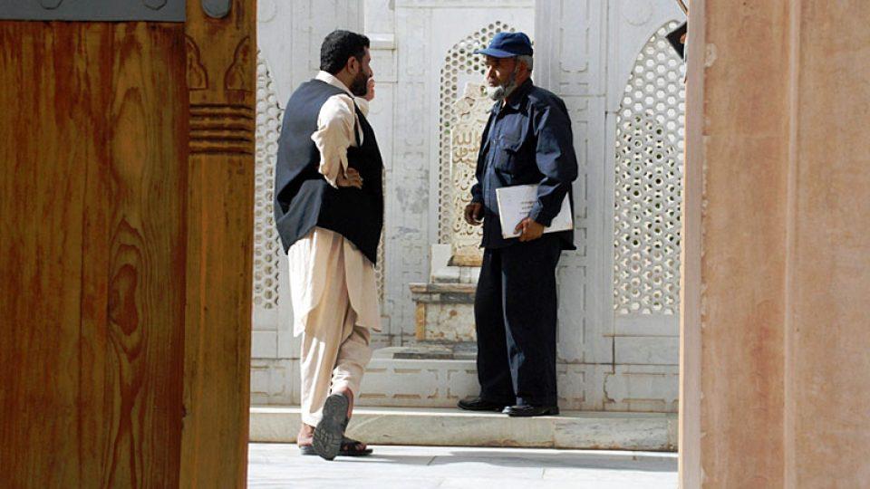 Správci u hrobky Muhammada Babura