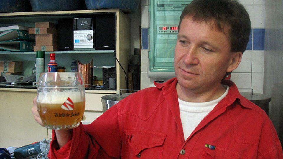 Ján Tribulko se svým pivem