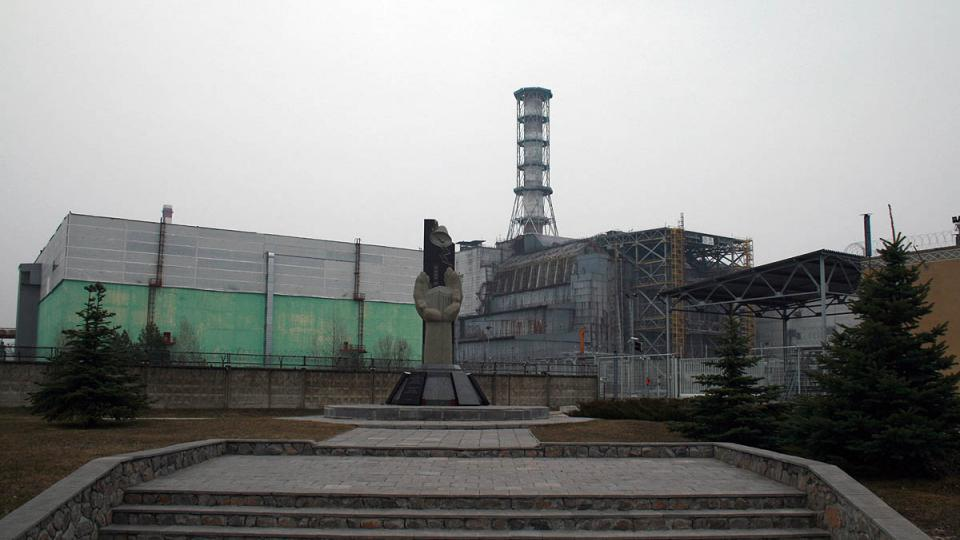 Zničený reaktor se dnes ukrývá pod betonovým sarkofágem