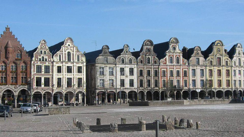 Barokní náměstí v Arrasu z 18. století