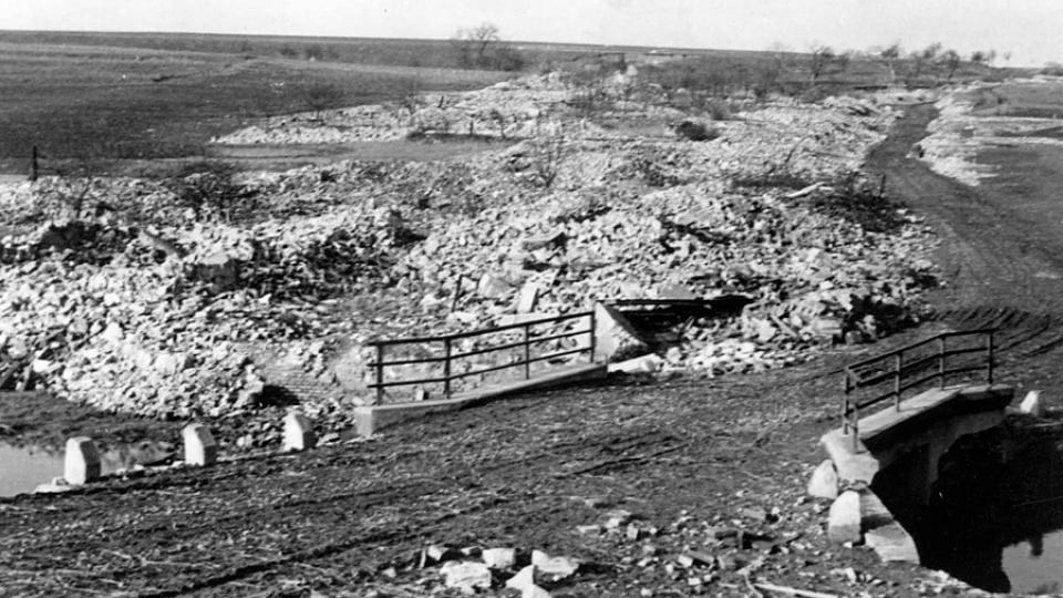 Takto vypadala lidická náves v létě roku 1942, odplata nacistů za atentát na Heydricha byla důsledná