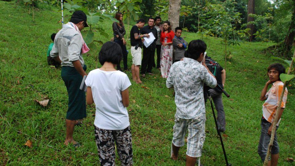 Filmy se často natáčejí v polních podmínkách