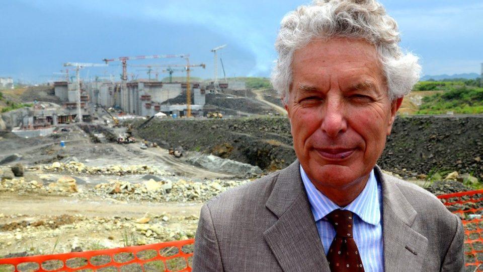 Budoucí nová panamská zdymadla si prohlíží Patrick Droulers, pravnuk stavitele Suezského průplavu Ferdinanda de Lessepse