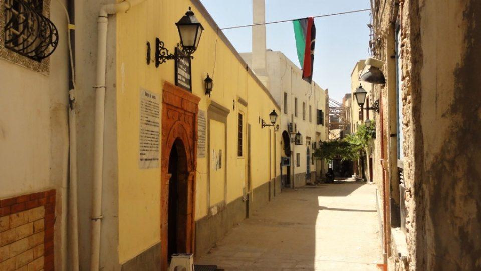 Stará tripoliská medína je středověké město plné památek, turistu tu ale nepotkáte
