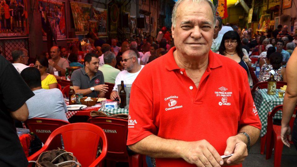 Majitel restaurace a organizátor portugalských víkendů, mmuž portugalského původu známý jako Carlinhos, tedy Karlík