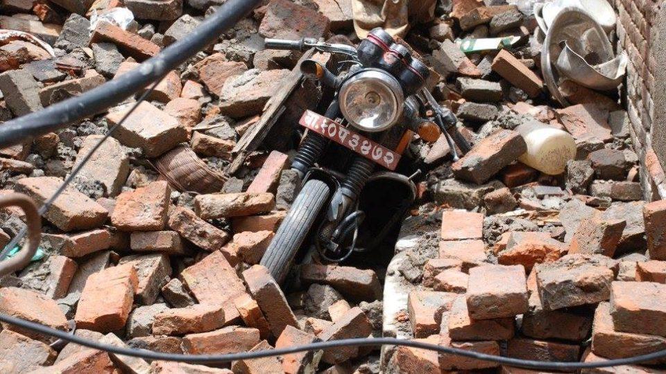 V sutinách skončila také motorka