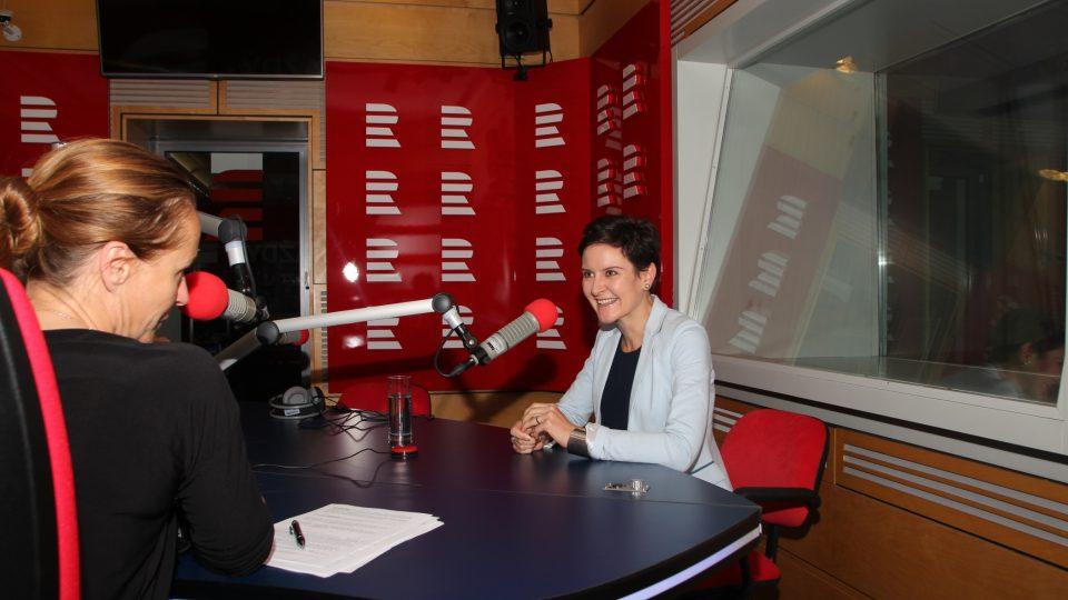 Eva Le Peutrec ve studiu Radiožurnálu
