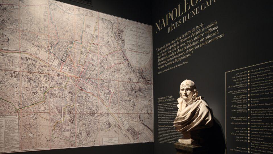 Místo Eiffelovky a Martova pole měl stát obrovský palác s komplexem budov a ulicemi
