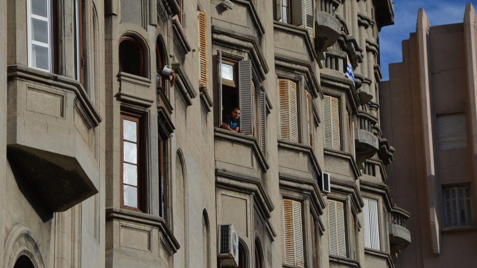 Kdo asi tak bydlí za okenicemi a za touhle opulentní fasádou Paláce Salvo?