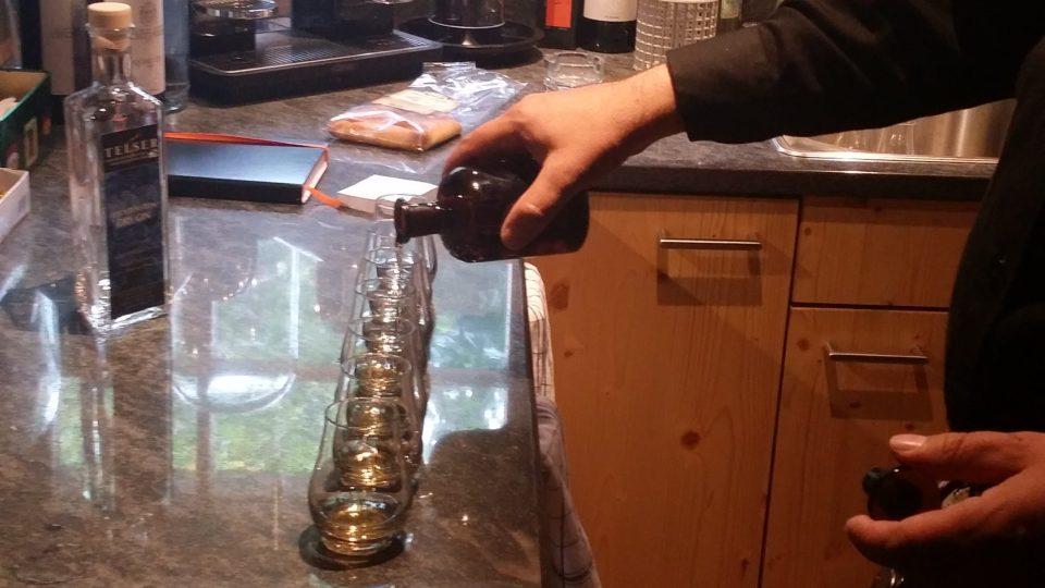 V palírně pana Marcela alkohol zraje v sudech