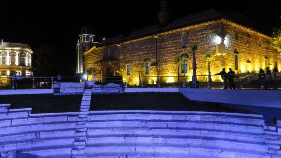 Osmanská mešita Džumaja Džamíja z 15. století slouží v centru Plovdivu svému účelu