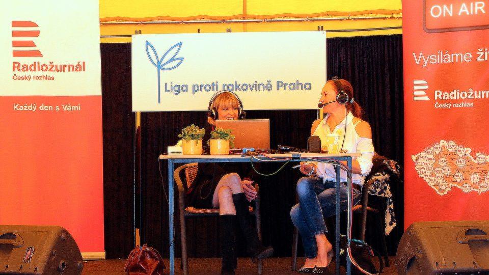 Chantal Poullain ve žlutém stanu Ligy proti Rakovině