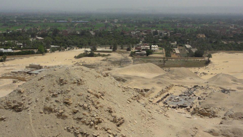 Niuserreova pyramida a předěl pouště a úrodného pásu Nilu