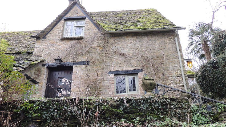 Kamenné domky v Arlington Row pocházejí ze 14. století