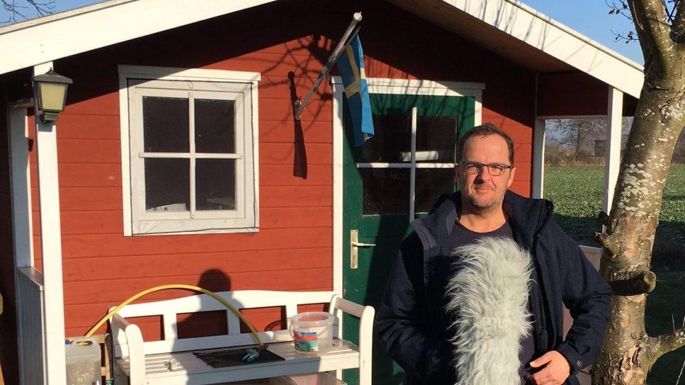 Stefean Kreibohm před svou malou kanceláří na ostrově Hiddensee
