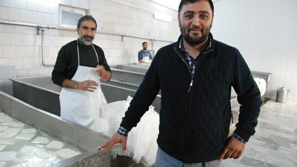 Oktay provozuje svoji moderní bio sýrárnu teprve pět let