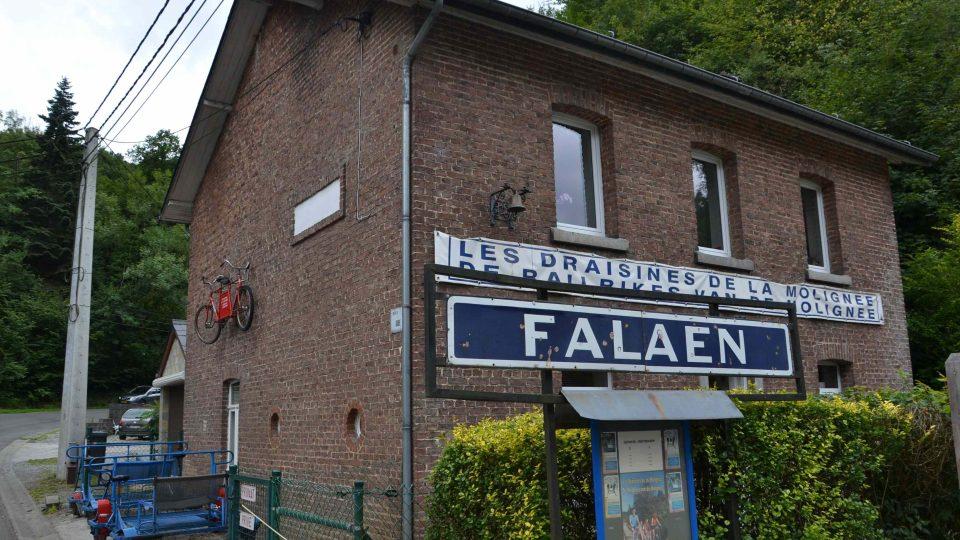 Výchozí nádraží v belgickém Maredsous