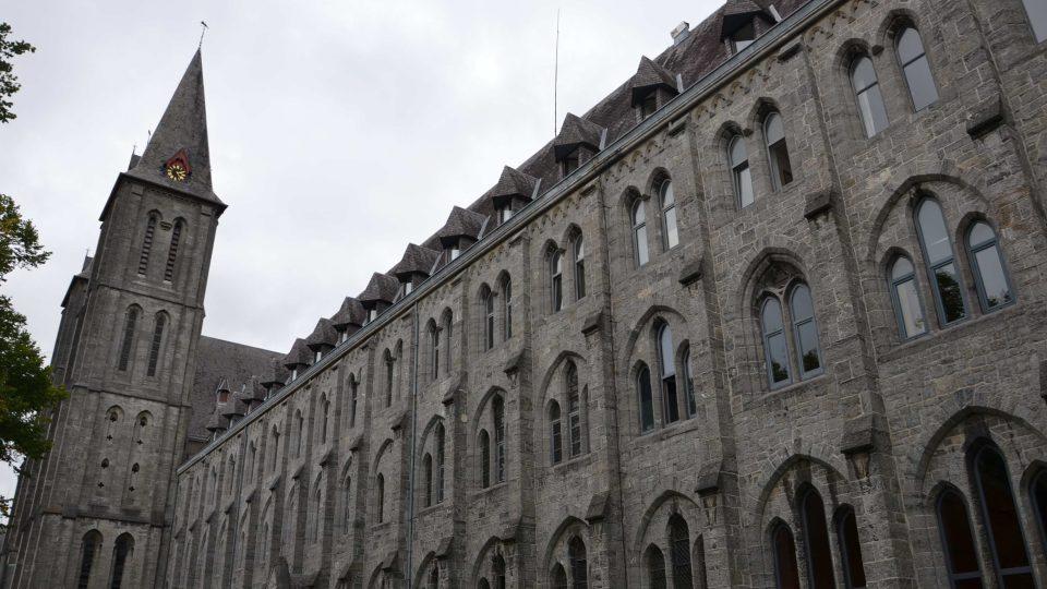 Budova kláštera Maredsous v Belgii